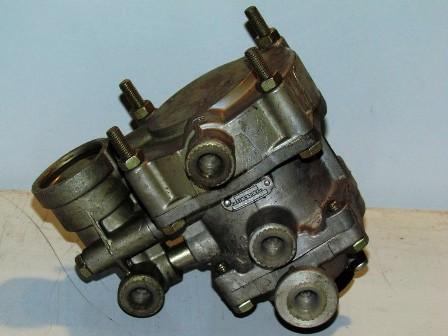 Pótkocsi vezérlőszelep 2-körös fékhez, IFA L60
