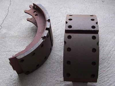 Fékpofa első tengelyhez hosszú, alapm. 140mm 16db szeg. IFA L60