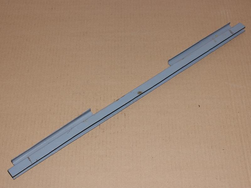 Ablakemelősín oldalablak aljára,  IFA W50-L60