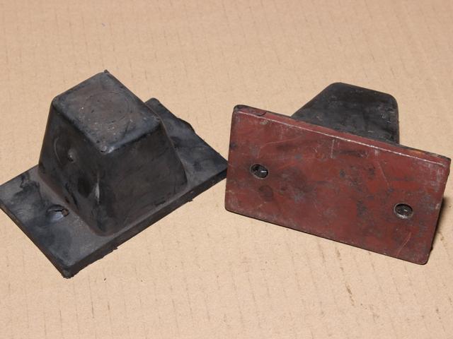 Tehermentesítő gumibak, első, 4x2, IFA L60