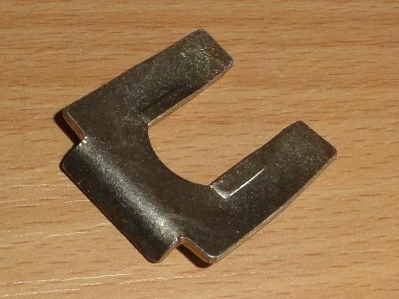 Biztosítólemez féktömlőhöz és fékcsőhöz