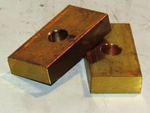 Osztóműbe csúszóbetét kapcsolóvillára, bronz, IFA L60